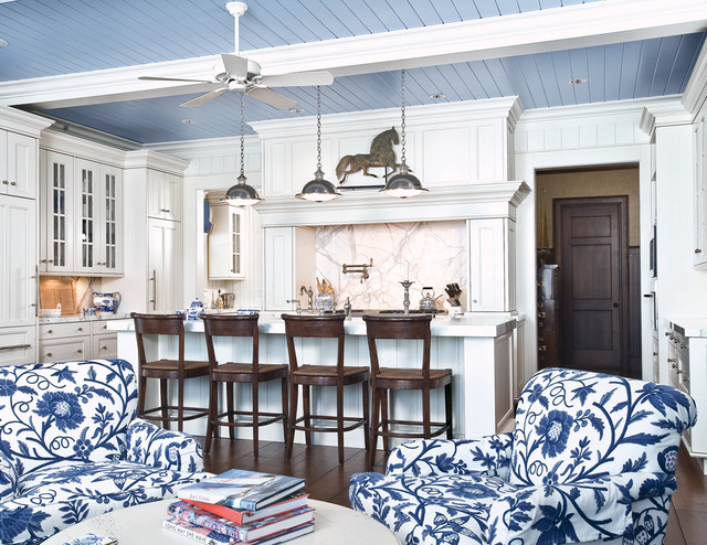 Superieur An All White Kitchen Gets A Boost Of Blue From The Upholstered Chairs And  Blue Ceiling.